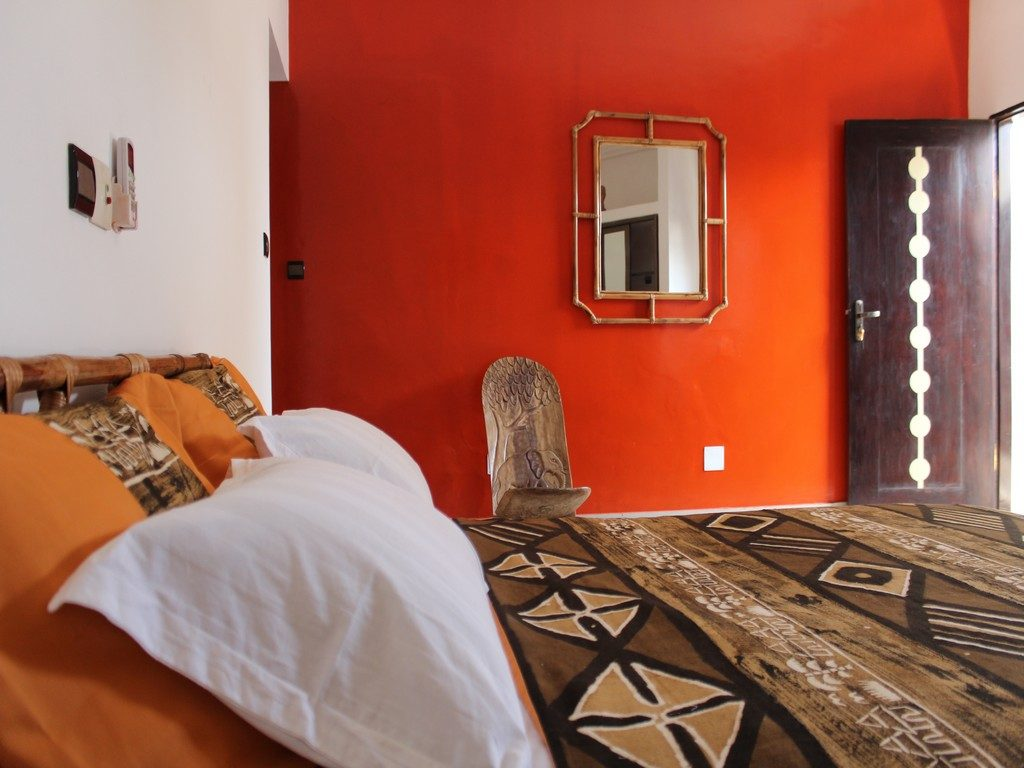 Des vacances à Lomé en famille réussies dans la chambre orange de la ...